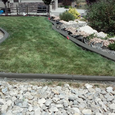 Grass and Rock Curbing Boarder